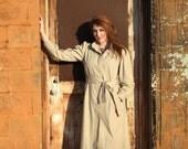 1970's khaki trench coat by Windsor Bay. Women's medium. Kiss me deadly.