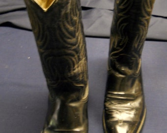 Right Foot Bigger Than Left  Black Texas Boots, men's  8 /12 and 9.