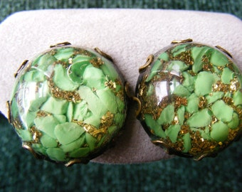 Green and Gold Confetti Lucite Dome Screw on Earrings, Retro, 1950s