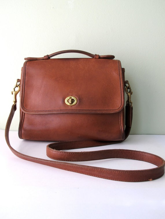 Coach Court Messenger Style Cross Body Bag In British Tan
