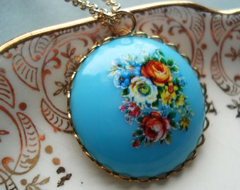 Flower Cabochon Necklace Nostalgic Posy Baby Blue Vintage Acrylic Floral Cab Gold Plated Chain Red Roses Floral Bouquet Green Leaves
