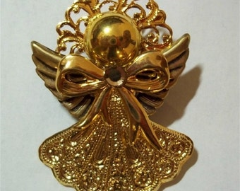 Angel pin with flared skirt in gold tone