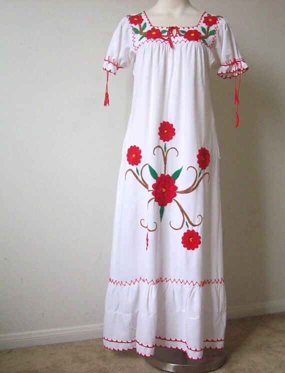 vintage embroidered Mexican dress 1960s 1970s