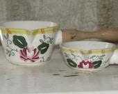 cute pair of measuring cups