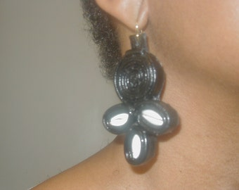 Leather earrings with cowrie shells.
