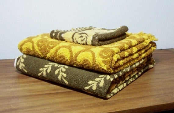 Vintage gold and brown bath towels and washcloth set for Brown and gold bathroom sets