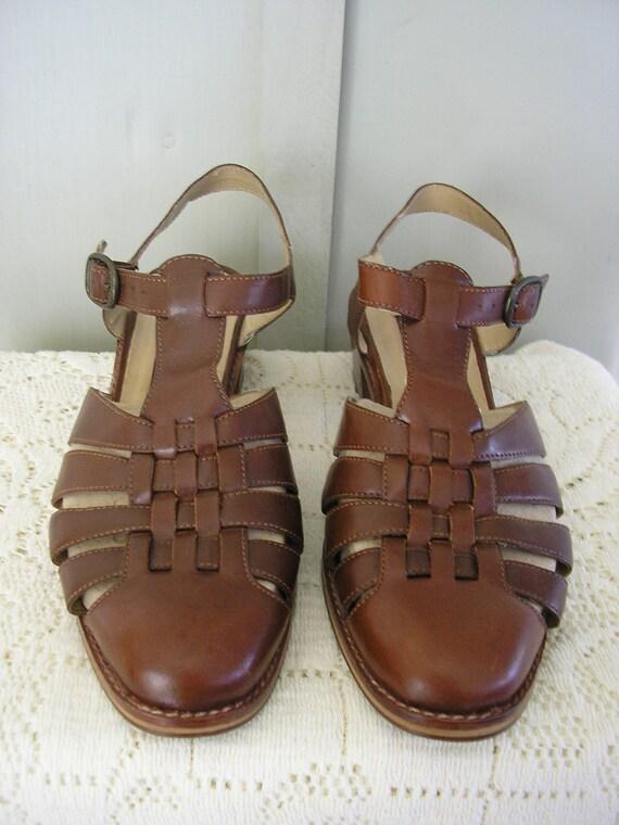 vintage shoe / size 7 1/2 / Franco Fortini T Strap Leather Sandal