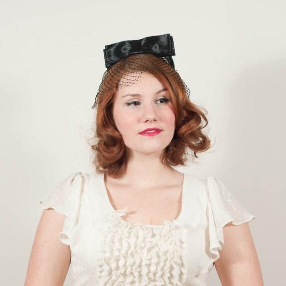 sale / vintage 1960s hat / fascinator / Big Bow