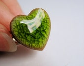 Clear Crackle Green-porcelain heart finger ring by C.C.