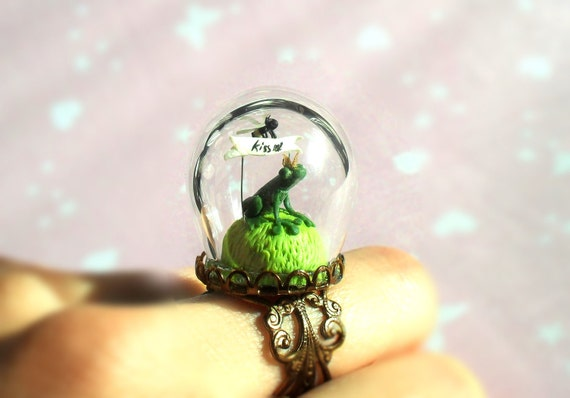 "Green Ring ""A Little Prince Frog want a kiss"" - Spring ring with terrarium- glass globe"