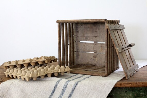 SALE Humpty Dumpty Egg Crate, Vintage Egg Carrier