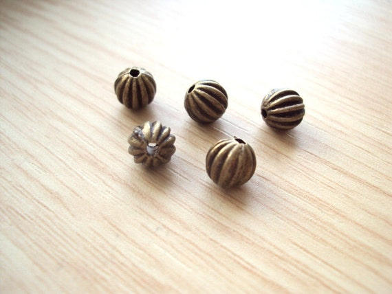 2 dozen (24pcs) Vintage Melon Brass Beads. Antique Bronze Round Beads - 6mm.