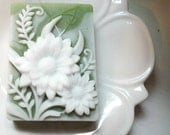 DAISY FLOWER SOAP, Custom Scented, Moisturizing, Vegetable Based, Dimensional Daisies Soap in Sage Green