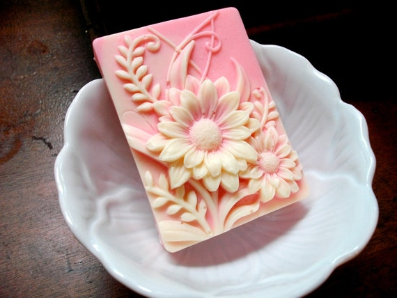 DAISY FLOWER SOAP, Pink Daisy, Garden Flower Soap, Wild Flower Soap, Scented in Grapefruit, Vegetable Based, Dimensional Daisies