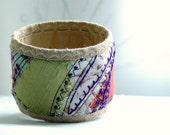 Embroidered quilted silk bracelet - Purple touch