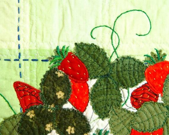 Kitchen Art, Strawberries Quilt, Home Decor