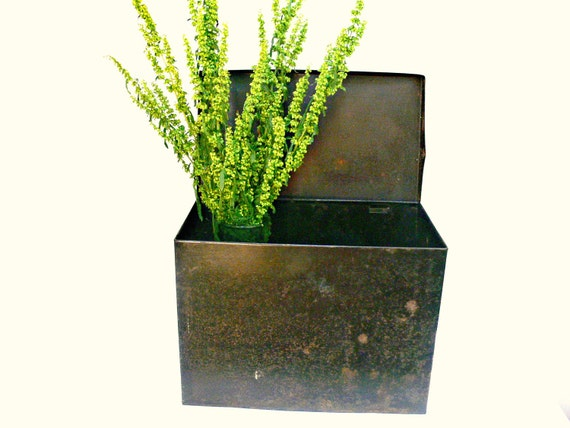 Large Tin Storage Box with Lid - Vintage Container - Industrial Decor - Rusty, Shabby