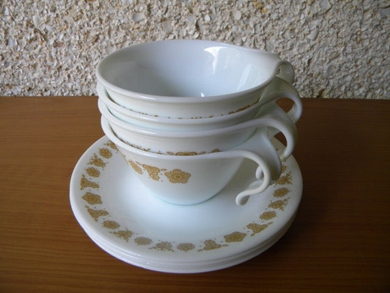 vintage dishes corelle by corning vintage cups with brown or. Black Bedroom Furniture Sets. Home Design Ideas
