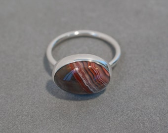 Agate and silver ring with little beads