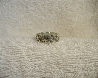 Vintage 1960s Sterling Silver Ornate Chain Ring. Great Detail.