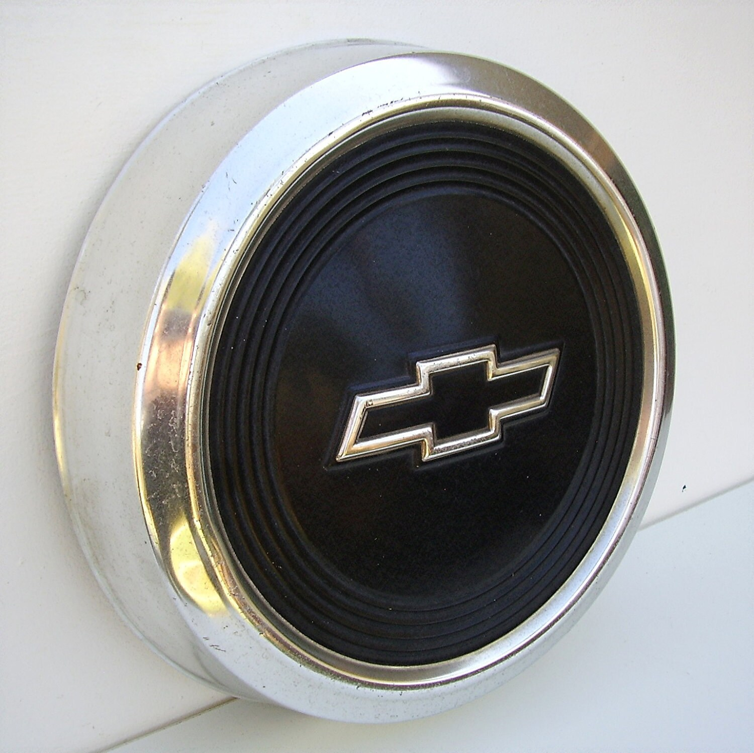 Vintage Hubcaps Chevrolet Cars Collectibles Chevy bow tie