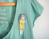 Shy little Eleanor brooch