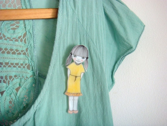 Shy little Eleanor brooch