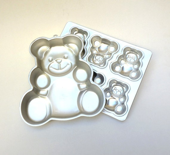 Vintage Cake Pans, Wilton, Teddy Bear Baking Molds, Set of Two. Mama Bear, Six Baby Bears.  Goldilocks, Aluminum, Silver, Birthday Cake.