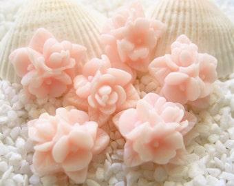 Resin Flower Cluster Cabochon - 16mm - 12 pcs - Blush Color