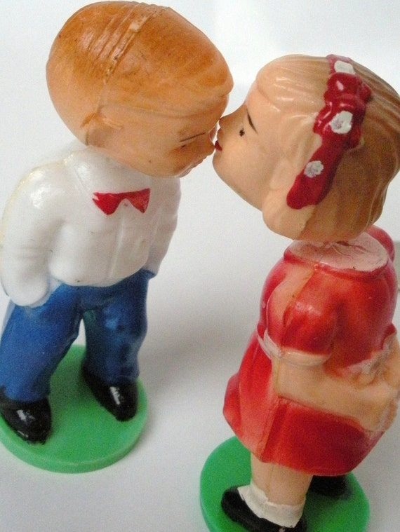Kissing Couple magnetic bobble head