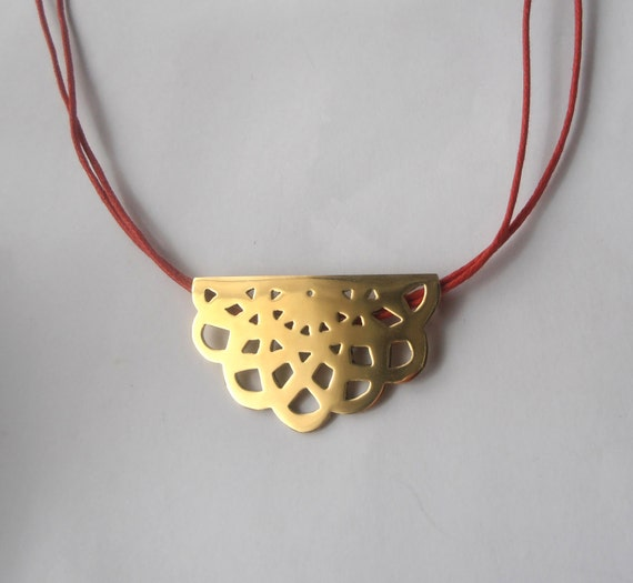 Napperon n3 - golden brass necklace with red/pink polished cotton cord by izzie tale