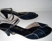 Unworn 70s Ci Ranno Designer Peep Toe Slingback Shoes Navy Blue and Cream Size 13 M