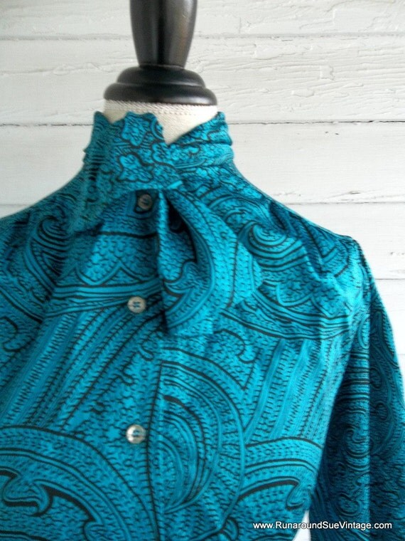 Vintage Blouse - 1970s PAISLEY Secretary Shirt