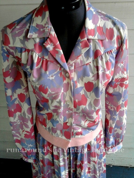 on sale - Vintage Dress Suit : 1960s Vintage Shirt and Skirt with Pastel TULIPS