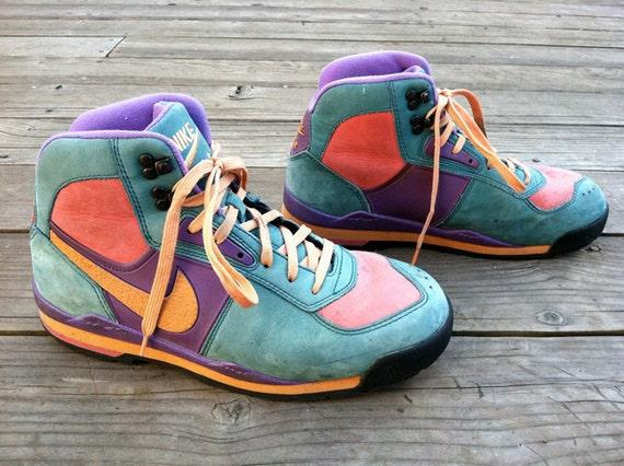 Amazing Vintage Pastel Nike Air Hi-Tops (men's 9)