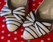 Stunning Amalfi White and Navy Heel with Bow Detail, Size 6.5