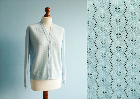 Vintage pastel bue cardigan sweater / buttoned / long sleeves / medium
