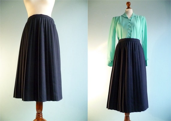 Vintage pleated skirt / maxi long / dark navy blue / medium large