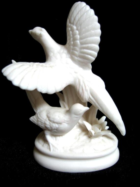Beautiful Vintage Porcelain Numbered 7962 Bird Sculpture