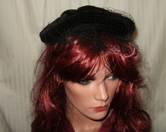 Vintage black velvet beret with net and rolled velvet cord accent vintage ladies hat vintage beret