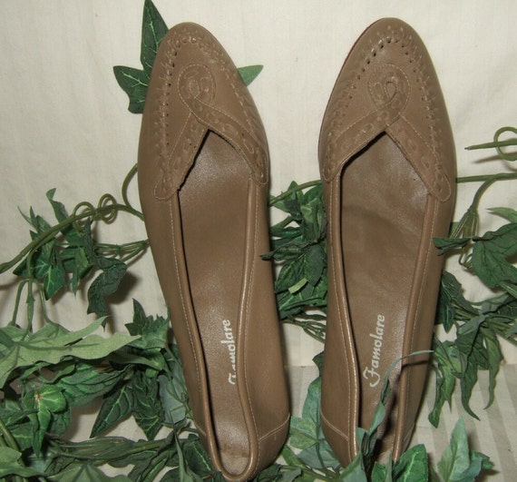 """Vintage Famolare heels 2"""" heels Famolare shoes  fawn beige leather  size 8N moccasin style."""