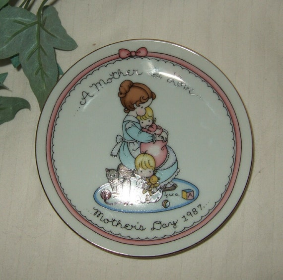 Vintage Avon Mother's Day 1987 collector plate.