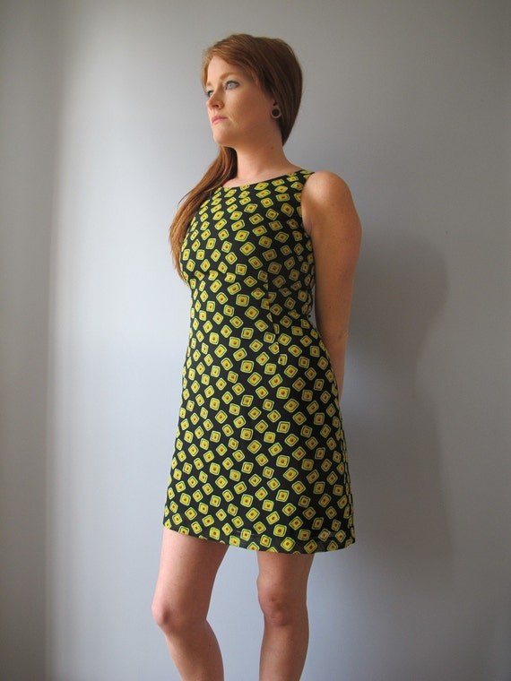 vintage short dress - 80s geometric print - sleeveless - yellow green and red abstract polka dots