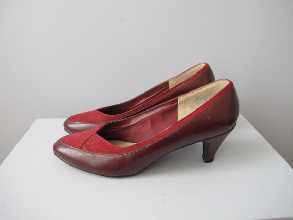 SALE vintage Selby burgundy suede pumps sz 7 heels with stitched front leather and suede cross detailing