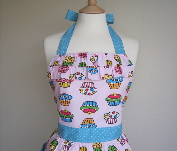 Retro apron with ruffles, Cupcakes pattern on a pink fabric. 1950s inspired, fully lined.