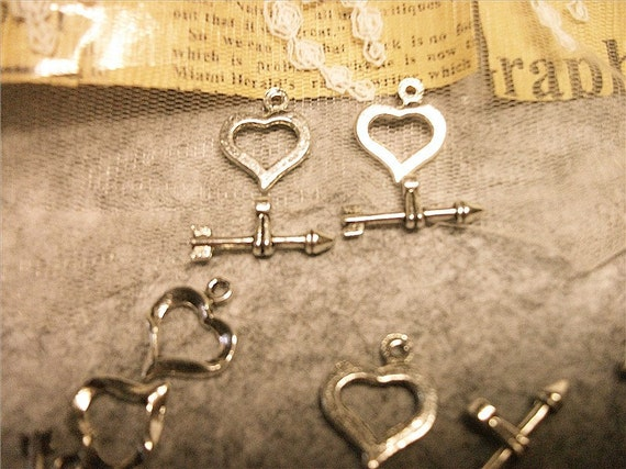heart and cupid arrow shaped toggles-5 pairs