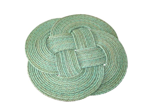 """Up-cycled 1/4"""" Ground fishing line turned round rug 20"""" in diameter Green Throw Rug Nautical Beach Decor"""