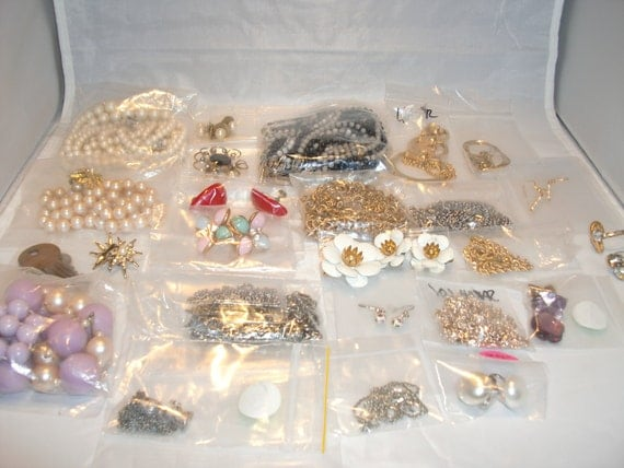 Vintage Estate Costume Jewelry Lot: Over 25 pieces - Rhinestones
