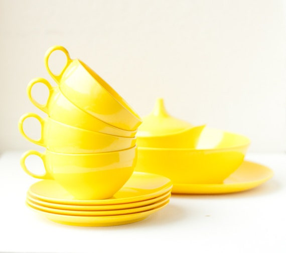 Vintage Melmac dishes, bright yellow 11 piece set marked OD, Oneida Deluxe