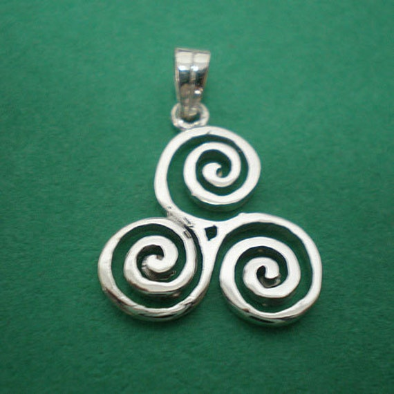 Silver Celtic Triple Spiral Triskele Necklace Pendant - Triskele Jewelry - Celtic Jewelry - Triple Goddess Necklace - Wiccan Jewellery